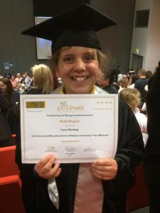 lucy-with-childrens-university-certificate